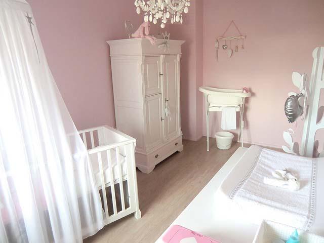 Binnenkijken babykamers babykamer jenthe mommyonlin - Roze kleine kamer ...