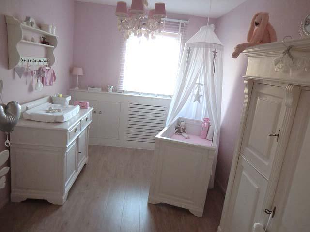 Binnenkijken babykamers babykamer jenthe mommyonlin - Gordijn voor baby kamer ...