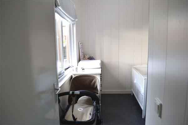 Kleine Babykamer Inrichten : Kleine babykamer awesome kleine kinderkamer in geel en blauw met