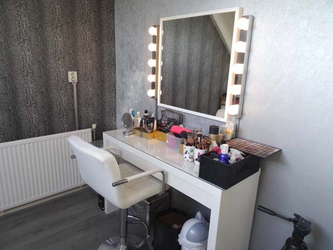 binnenkijken dineke make up kamer1