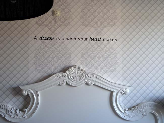 binnenkijken dineke muurtekst slaapkamer